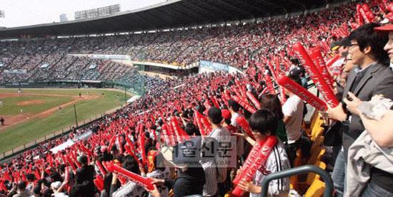 ▲ 올해 출범 30주년을 맞은 프로야구가 처음으로 관중 600만명을 돌파했다. / 사진제공=서울신문
