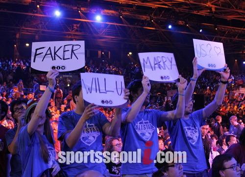 SK텔레콤 T1 K의 미드라이너 페이커 이상혁은 롤 올스타전에서 전 세계 팬들에게 구애를 받을 만큼 인기를 자랑했다./김연정 기자