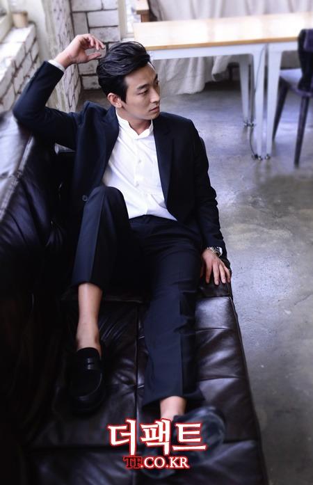 영화 좋은 친구들의 주연배우 주지훈. 지난 1일 서울 종로구 팔판동에 있는 카페에서 인터뷰를 하던 중 <더팩트>취재진과 열애보도에 대한 진지한 토론을 했다../김슬기 기자