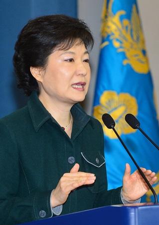 박근혜 대통령이 오는 5일 국무회의를 열고 하반기 경제 활성화 및 민생경제 회복 등 정국운영 방식을 내놓을 것으로 보인다./ 더팩트 DB