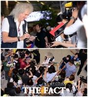 [TF사진관] 퀸 브라이언 메이, '팬 서비스도 레전드급!'