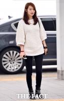 [TF포토] 신민아 '수수하게 아름다운 공항 패션'