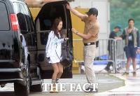 [TF포토] 2ne1 산다라 박, '궂은 날씨에 찌푸린 얼굴'