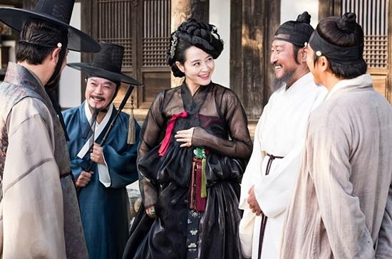 KBS가 영화 관상과 새 드라마 왕의 얼굴을 전혀 다른 드라마라는 입장을 밝혔다./영화 관상스틸