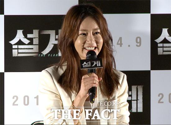 배우 신은경이 3일 오후 서울 성동구 왕십리CGV에서 열린 영화 설계 언론 시사회에 참석해 질문에 답하고 있다./사진=해당 영상 캡처