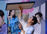 [비하인드30] '나의 사랑 나의 신부' 배성우, 출연진을 위협하는 '장기 자랑?'