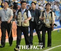 [TF포토] 북한 취재진 'AG 취재 왔습네다'