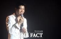[TF포토] 강성훈, '기쁜 마음으로 노래해요~'