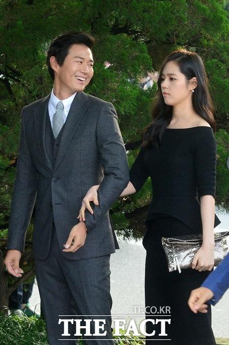연정훈(왼쪽) 한가인 부부가 결혼 9년 만에 가진 2세를 지난 5월 자연유산했다. / 남윤호 기자
