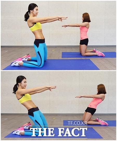 Z업 동작을 할 때 상체는 고정하고 무릎 위 허벅지 근육을 이용해 30도 정도 기울여야 한다.