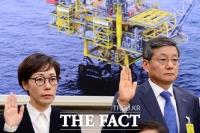 [TF포토] 선서하는 아워홈 구지은 전무와 포스코 윤동준 부사장