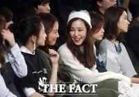 [TF포토] 이효리-이하늬, '반달 눈웃음 속 즐거운 수다~'