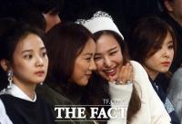 [TF포토] 이효리-이하늬, '즐거운 대화~'