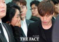 [TF포토] 김부선-타블로, '슬픔 나누며 삼키는 눈물'