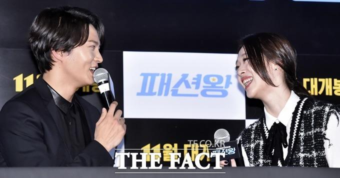 배우 설리(오른쪽)는 패션왕에서 우기명을 흠모하는 전교 1등 곽은진을 연기한다./최진석 기자