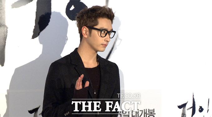 그룹 2PM의 찬성이 6일 오후 서울 성동구 행당동 CGV 왕십리에서 열린 영화 거인 VIP 시사회에 참석해 포즈를 취하고 있다./사진=해당 영상 캡처