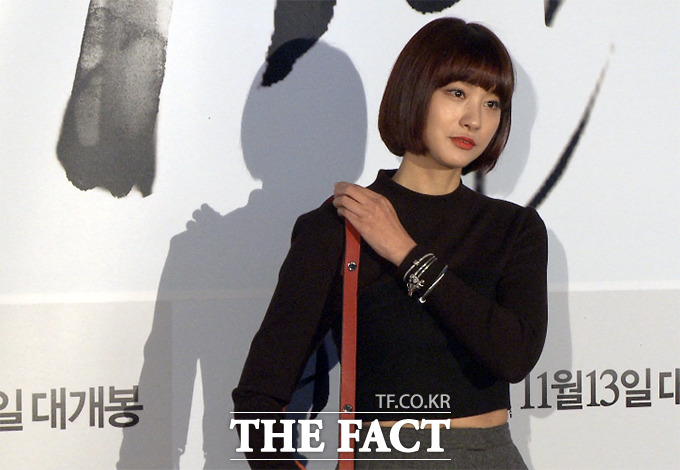 배우 유인영이 6일 오후 서울 성동구 행당동 CGV 왕십리에서 열린 영화 거인 VIP 시사회에 참석해 포즈를 취하고 있다./사진=해당 영상 캡처