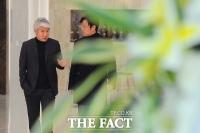 [TF포토] '침통한 표정'의 김태욱 아나운서