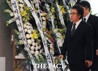 [TF포토] 침통한 표정의 고 김자옥 남편 오승근