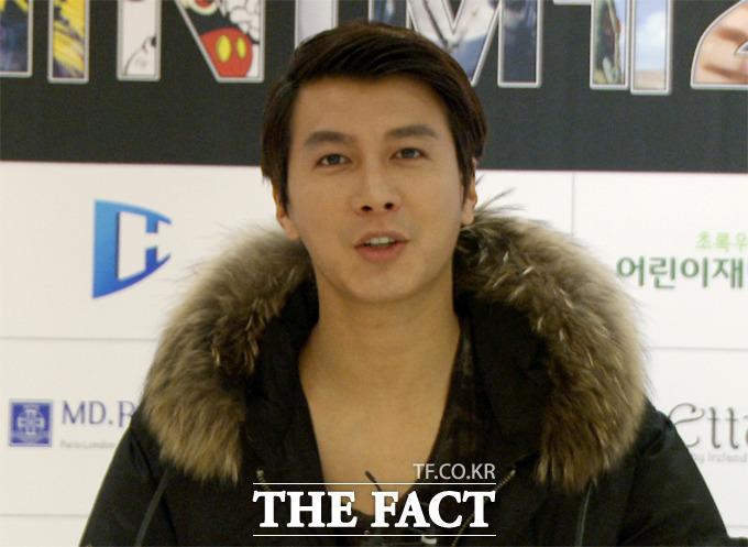 모델 겸 배우 김승현이 17일 오후 서울 용산구 블루스퀘어에서 열린 초록우산어린이재단과 한성대학교 학생들이 함께하는 기부 패션쇼에 참석해 인터뷰를 갖고 있다./사진=해당 영상 캡처