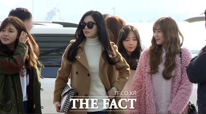 걸그룹 소녀시대의 수영 서현 태연 티파니(왼쪽부터)가 21일 오전 인천국제공항 출국장을 향하고 있다./사진=해당 영상 캡처