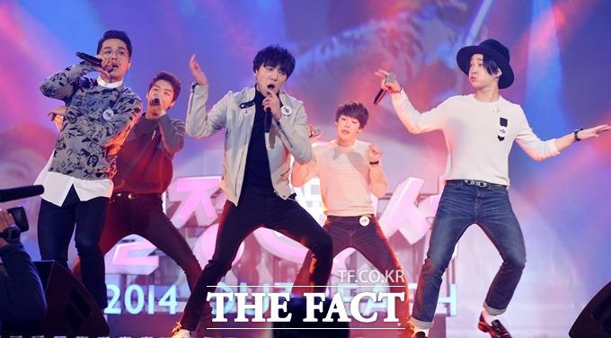 남태현(맨 오른쪽)은 위너에서 재간둥이 막내로 팬들의 사랑을 받고 있지만 데뷔 이후 벌써 두 번째 잡음에 휩싸였다. /김슬기 기자