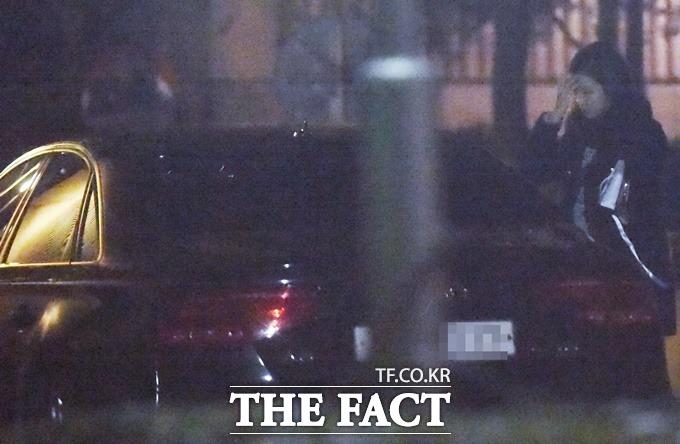 장예원 SBS 아나운서가 아우디 데이트를 마치고 차 안에 있는 박태환을 바라보고 있다./이새롬 기자