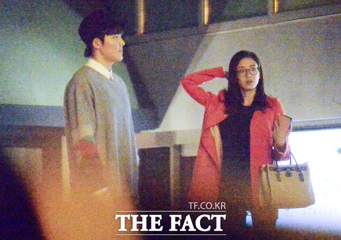 영화 관람 도중 극장을 빠져나온 박태환(왼쪽)과 장예원 아나운서./이새롬 기자