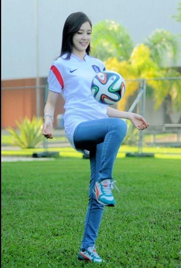 박태환은 함께 운동할 수 있는 여자 친구를 만나고 싶다는 바람을 얘기한 적이 있으며 장예원은 2014년 브라질 월드컵 홍보 영상 촬영 때 뛰어난 운동신경을 자랑했다. / 장예원 트위터