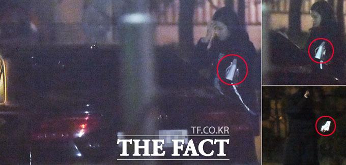 장예원 아나운서가 박태환으로부터 선물(빨간색 원)을 받고 차에서 내린 뒤 집으로 향하고 있다. /이새롬 기자