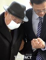 [TF포토] 조석래 효성 회장, 11차 공판 출석 '땅만 보며...'