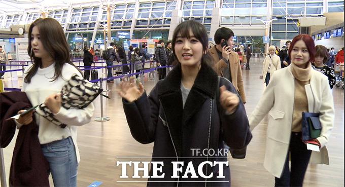 2014 Mnet 아시안 뮤직 어워드에 참석하는 AOA가 2일 오후 인천국제공항에서 홍콩으로 출국하고 있다./해당 영상 캡처