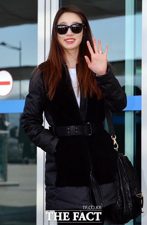 배우 최여진이 2일 오후 2014 Mnet 아시안 뮤직 어워드에 참석하기 위해 인천국제공항에서 홍콩으로 출국하고 있다./인천국제공항=김슬기 기자