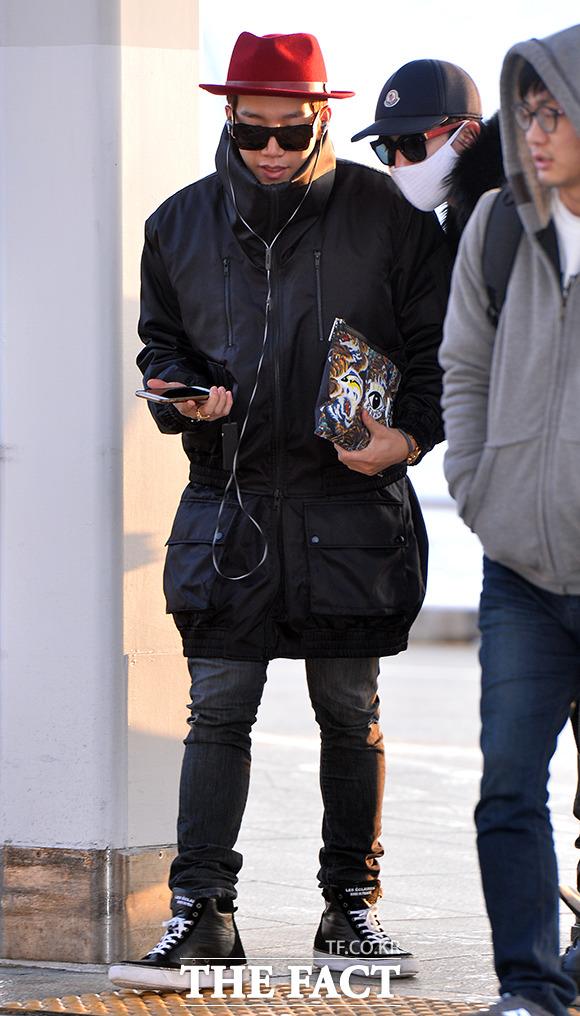 그룹 2PM의 준케이가 3일 오전 2014 Mnet 아시안 뮤직 어워드에 참석하기 위해 인천국제공항에서 홍콩으로 출국하고 있다./인천국제공항=김슬기 기자