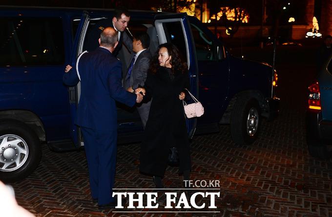 일왕 생일 행사에 초청된 외교관 가족