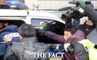 [TF포토] 경찰 차량에 오르는 '토막살인' 피의자 박춘봉
