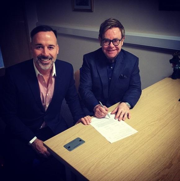 가수 엘튼 존(오른쪽)이 동성 연인 데이비드 퍼니시와 21일 정식 부부가 됐다. /존 인스타그램