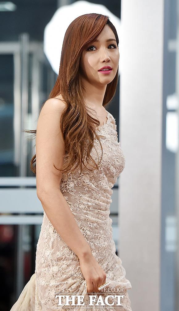 배우 이유리가 30일 오후 서울 마포구 상암 MBC 신사옥에서 열린 2014 MBC 연기대상 시상식에 참석하고 있다./최진석 기자