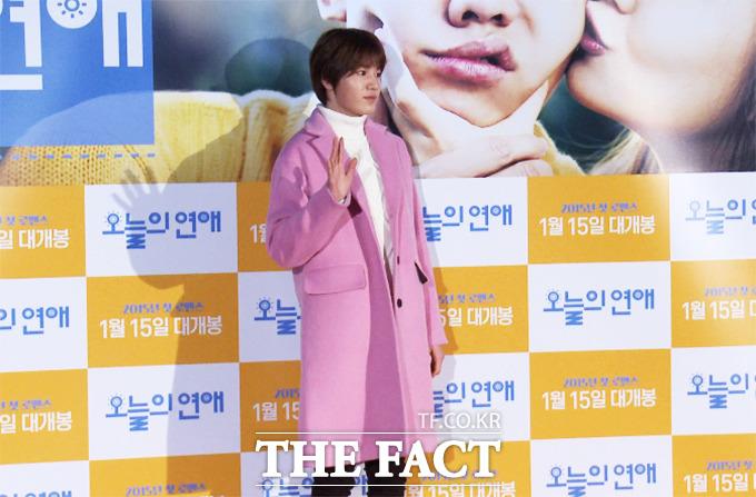 그룹 인피니트의 성종이 8일 오후 서울 성동구 왕십리CGV에서 열린 영화 오늘의 연애 VIP시사회에 참석해 포즈를 취하고 있다./해당 영상 캡처