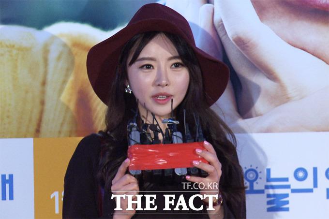 배우 한세아가 8일 오후 서울 성동구 왕십리CGV에서 열린 영화 오늘의 연애 VIP시사회에 참석해 축하 메시지를 전하고 있다./해당 영상 캡처
