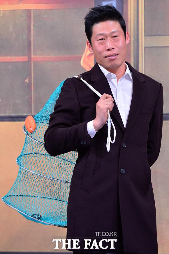 배우 유해진이 9일 오후 서울 강남구 논현동 임피리얼 팰리스 호텔에서 열린 tvN의 예능 프로그램 삼시세끼 어촌편 제작 발표회에 참석해 포즈를 취하고 있다./남윤호 기자