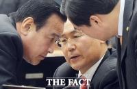 [TF포토] 긴박하게 돌아가는 국회 운영위원회