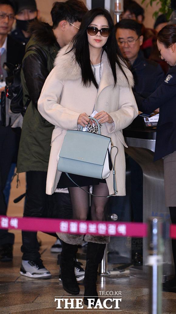 그룹 소녀시대 서현이 제29회 골든디스크 어워즈에 참석하기 위해 15일 오전 김포국제공항에서 베이징으로 출국하고 있다./김포국제공항=김슬기 기자