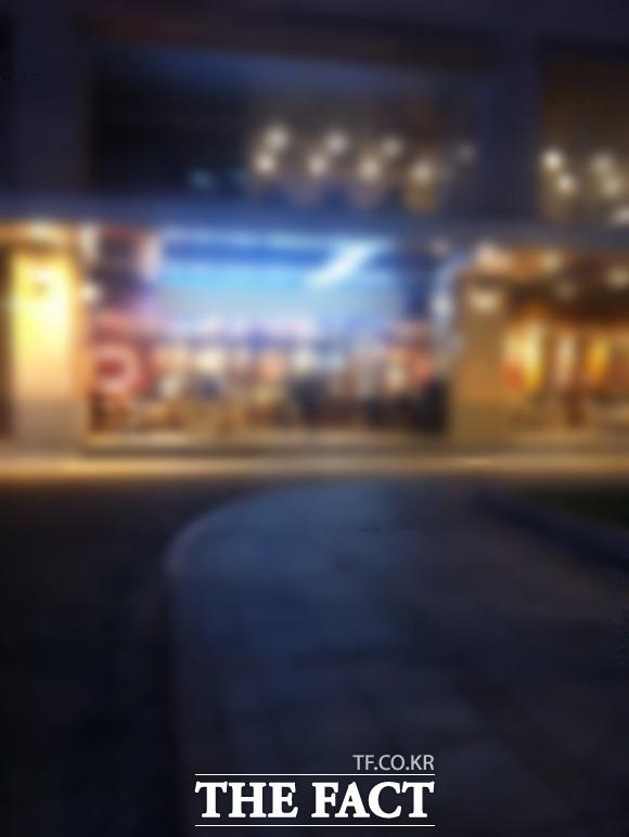 불 밝힌 그들만의 아지트 28일 오후 6시, 해가 뉘엿뉘엿 넘어가는 시각. 사람들이 하나둘씩 서울 종로의 게이○으로 모여들고 있다. /서울 종로구=김민수 인턴기자