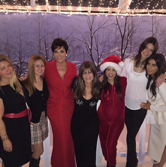 브루스 제너 가족 응원 받아. 브루스 제너 딸 킴 카다시안(오른쪽) 등 가족들이 그의 성전환을 응원하고 있다. / 카다시안 인스타그램