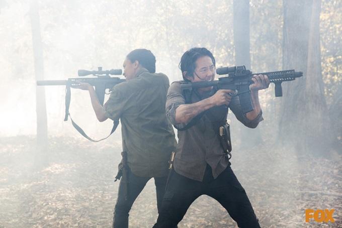 워킹데드5에 출연하는 배우 소네쿠아 마틴 그린(왼쪽)과 스티븐 연. 워킹데드5 파트2가 사전 공개 영상으로 시청자들과 미리 만난다. /AMC, FOX채널 제공