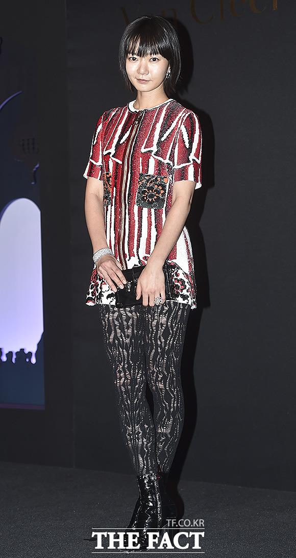 배우 배두나가 6일 저녁 서울 중구 신라호텔에서 열린 주얼리 브랜드 반클리프 아펠 콜렉션 볼 드 레전드 행사에 참석해 포즈를 취하고 있다./최진석 기자