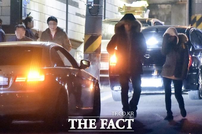 손호준(왼쪽) 김소은, 사랑일까요? 손호준과 김소은이 지난 7일 한 퓨전 술집에서 데이트를 즐겼다. /최진석 기자