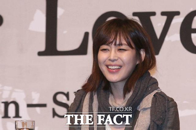 이하나 다재다능하네 이하나는 과거 KBS2 이하나의 페퍼민트라는 음악 프로그램을 진행했으며, 폴른(fallen)이란 제목의 앨범도 발매했다./ 더팩트 DB