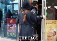 [TF포토] 맥도날드, 무료 맥모닝 제공... '입구부터 줄이 서 있네~'